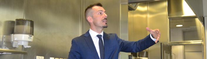 Alejandro Rodríguez, sumiller del Restaurante Coque