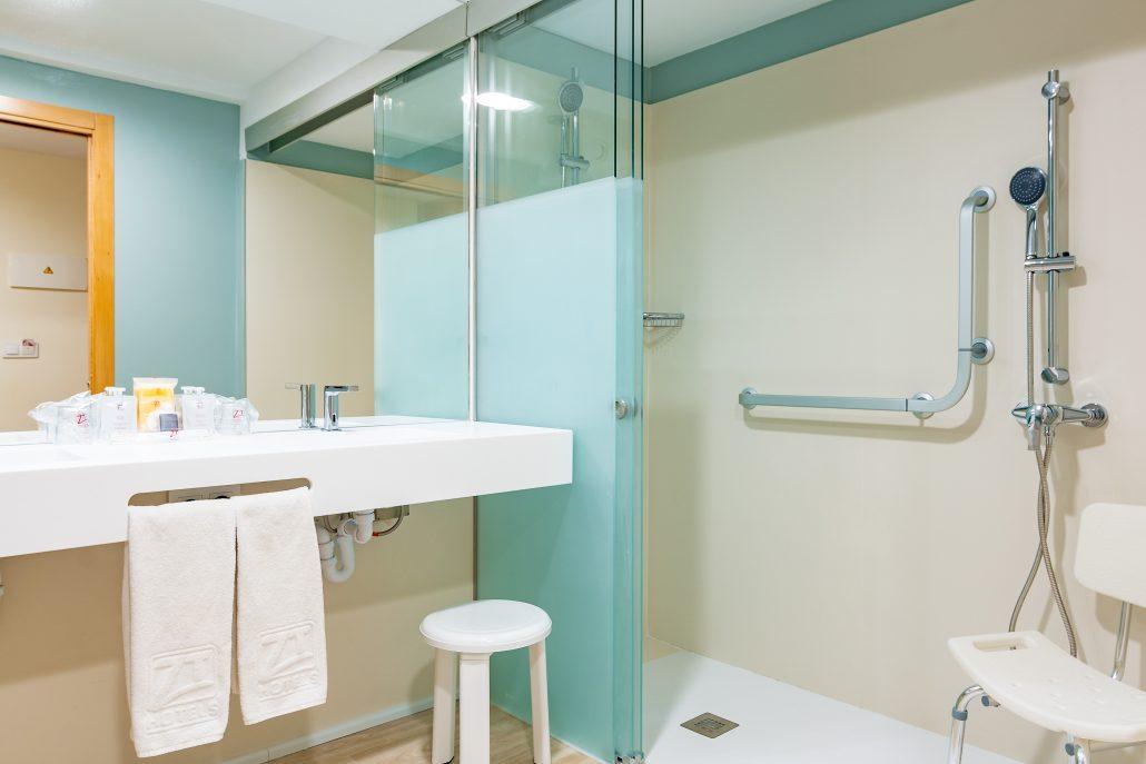 Baño de hotel adaptado en Comunitat Valenciana