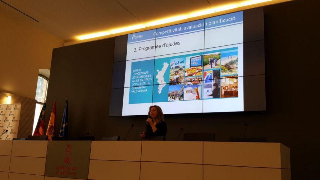 Laura Pascual, jefa de planificación de Turisme Comunitat Valenciana explica las ayudas de la institución a los municipios