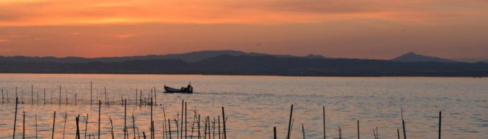 Barca al atardecer Comunitat Valenciana 1500x430